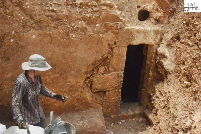 צפו: סמלים מסתוריים בתוך מקווה עתיק