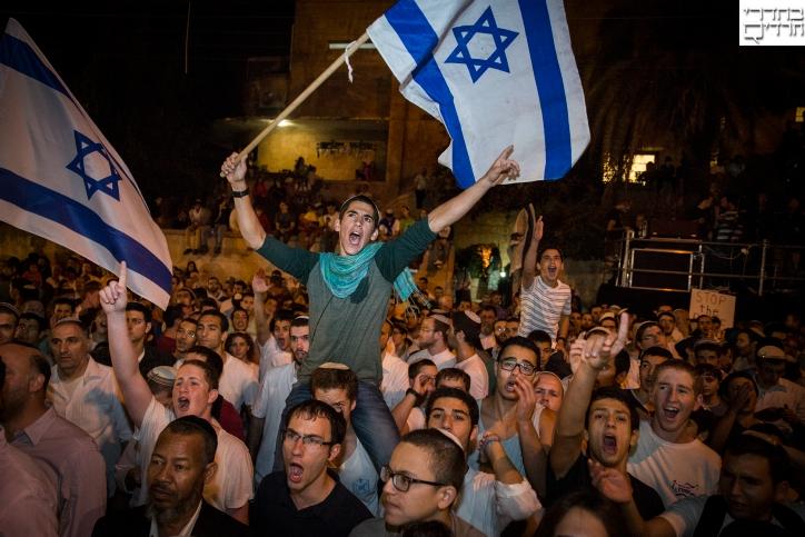 """אלפים בעצרת מחאה מול בית ראש הממשלה: """"נמאס מדיבורים"""""""