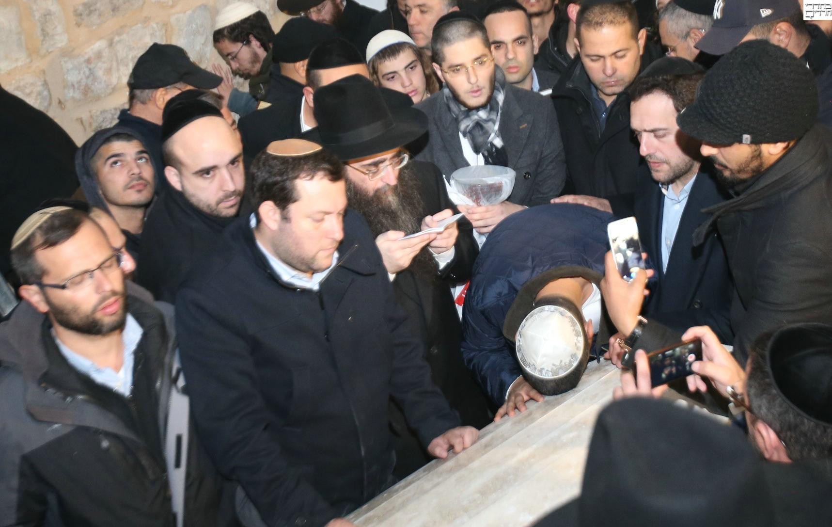 הרב פינטו עלה הלילה לקבר יוסף בשכם