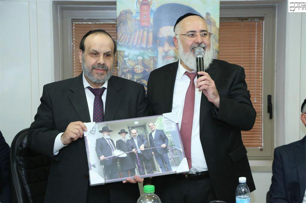 """אזולאי ביקר באשדוד: """"להתפעל מהמועצה הדתית"""""""