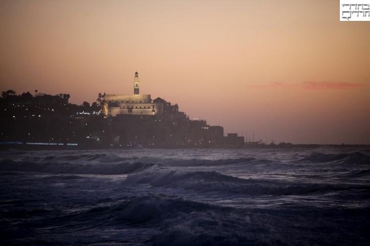 צפו: בדידותו של הים בלבו של החורף