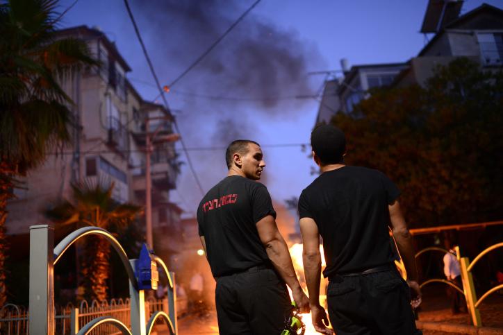 מרתק: סיור מצולם בחזית עם לוחמי האש