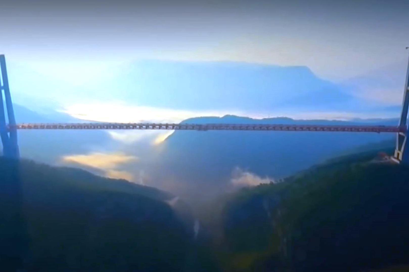 """יותר מחצי ק""""מ: צפו בגשר הגבוה בעולם"""