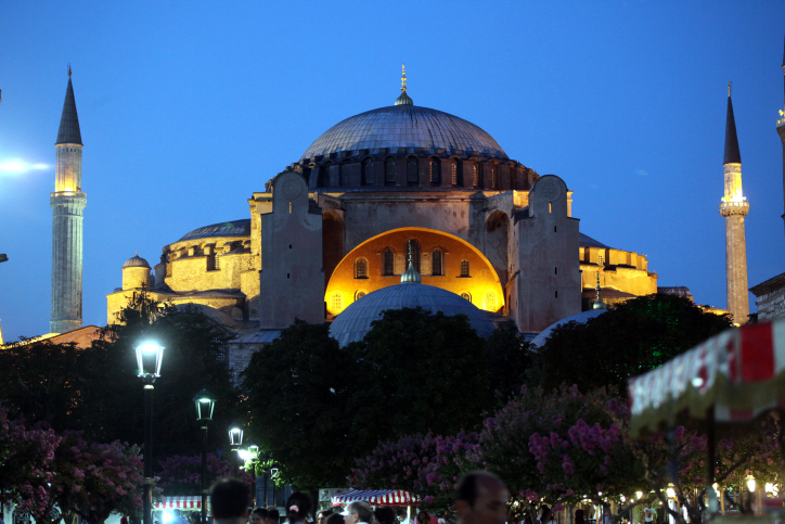 הקונסולית החרדית הראשונה בדרך לאיסטנבול