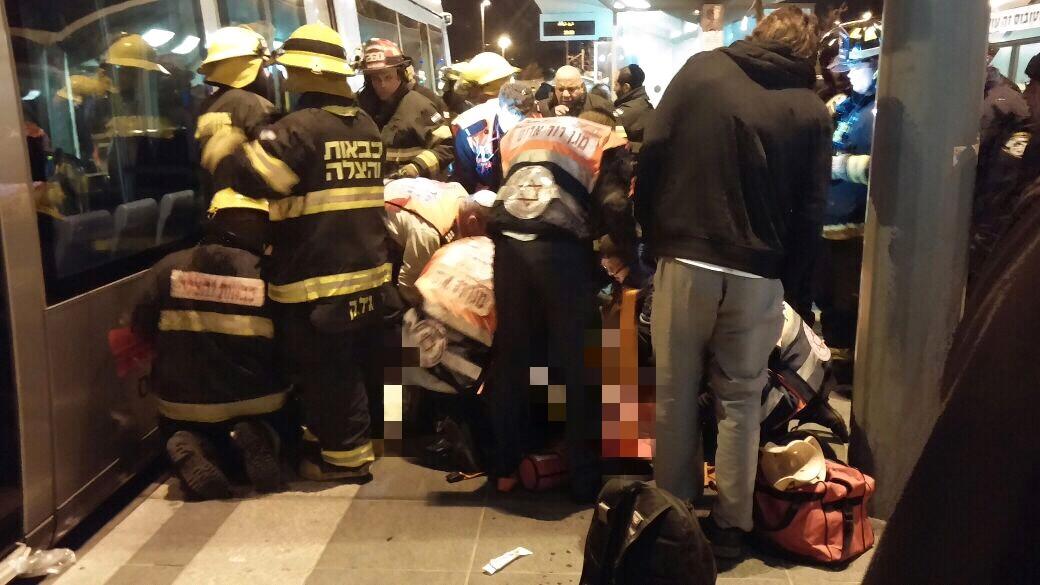 בין הפס לרכבת הקלה - סכנה: חרדי נפצע