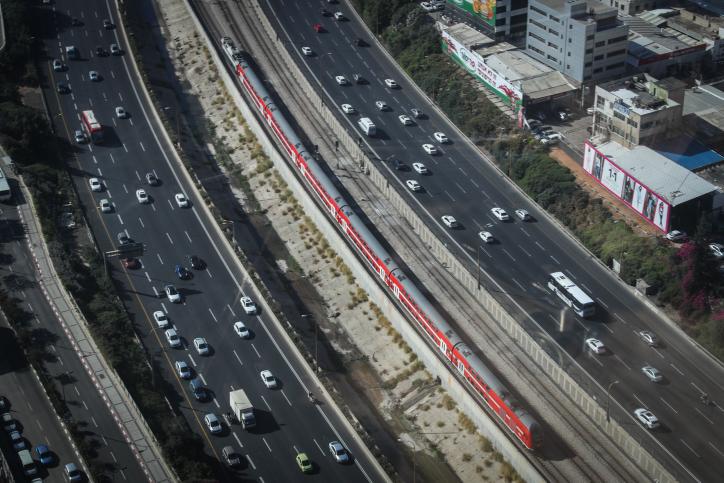 """""""נסיעה בשוליים"""": הפתרון המביך של ישראל כ""""ץ לפקקים"""