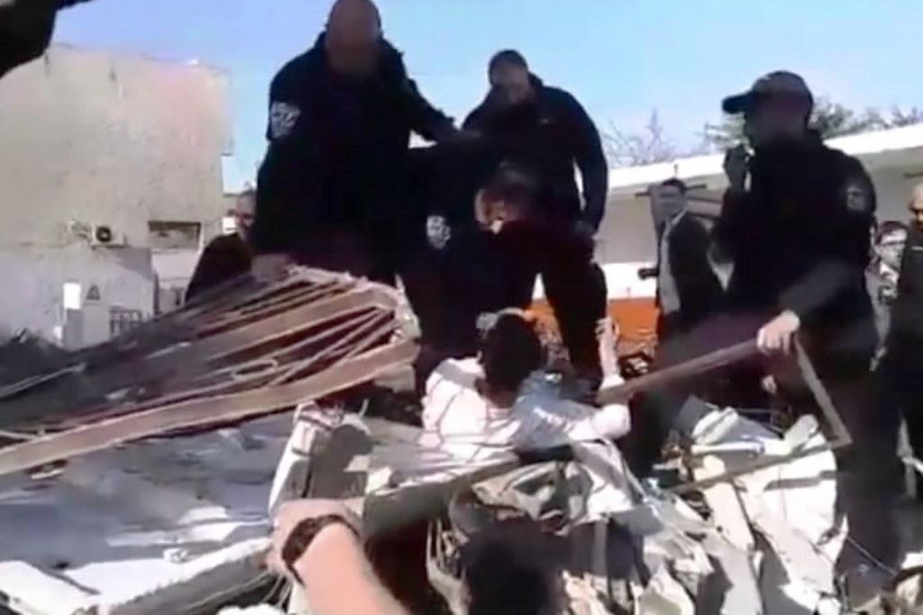 תיעוד מלא: ישיבה נהרסה, הבחורים התעמתו