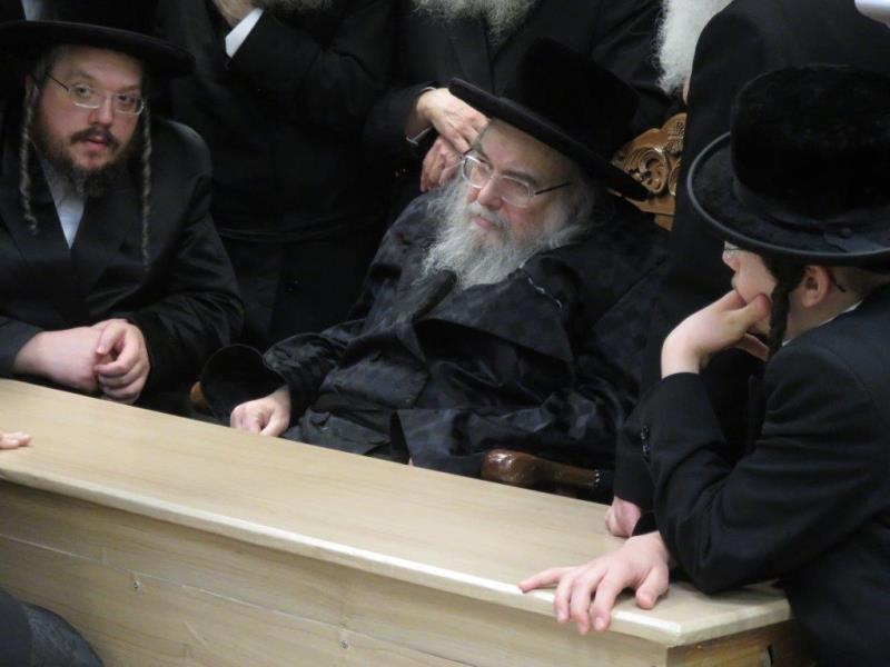 Rabbonim, Admorim And Politicians Streaming To Be Menachem Avel The Belzer Rebbe