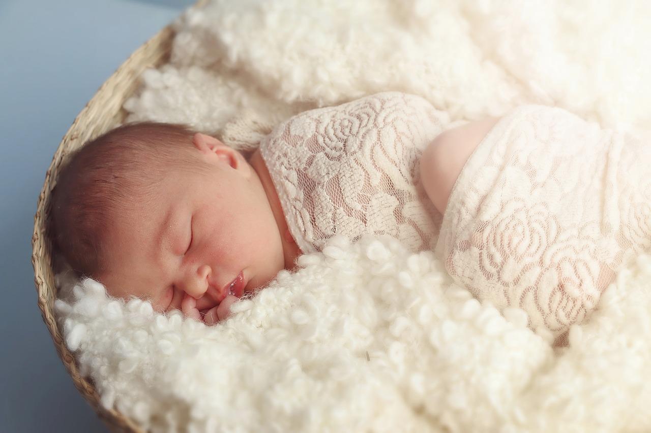 ילדה בת מבלי לחוות הריון