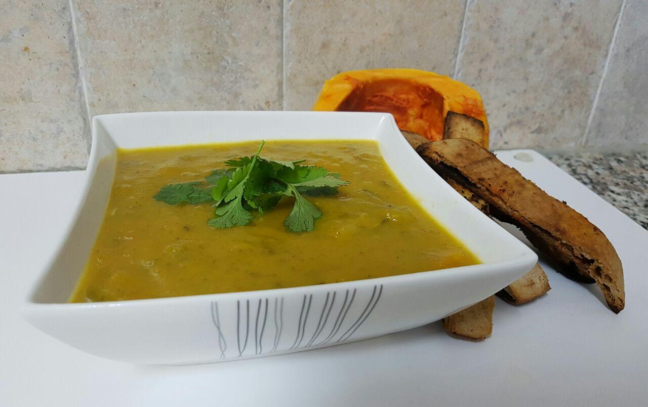 מרק ירקות ורצועות פיתה קלה קריספיות