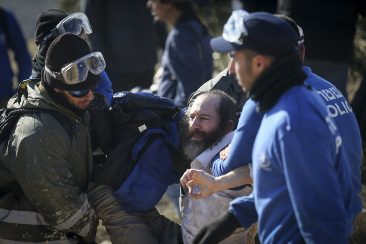 Amona Evacuation Completed; 41 Police Officers And Over 20 Protesters Injured In Shul Evacuation