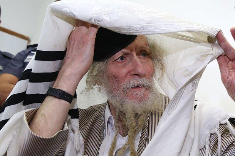צפו בוידאו הבלעדי: בכמה נמכרו ספריו של הרב אליעזר ברלנד?