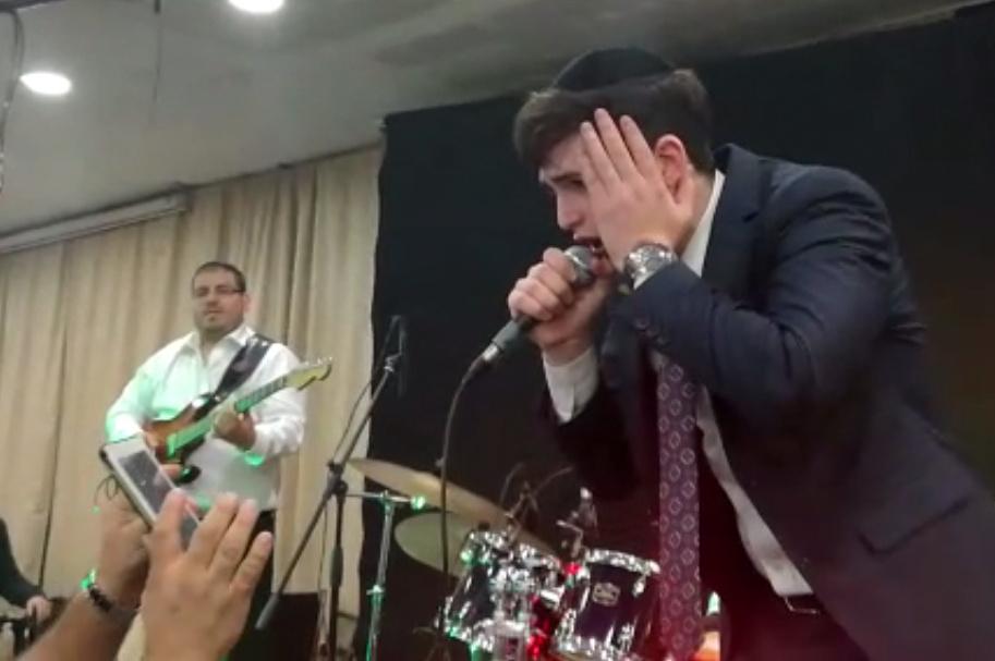 הזמר הופתע באמצע החתונה: