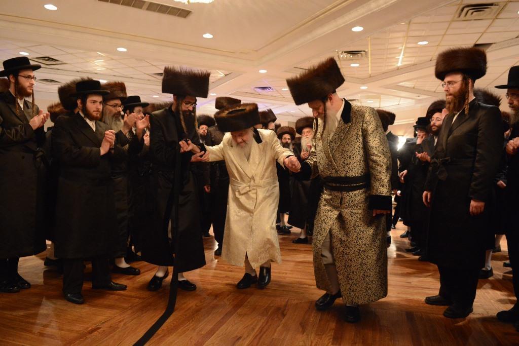 הרבי הישיש הגיע מהארץ לרקוד בחתונת נינו • צפו