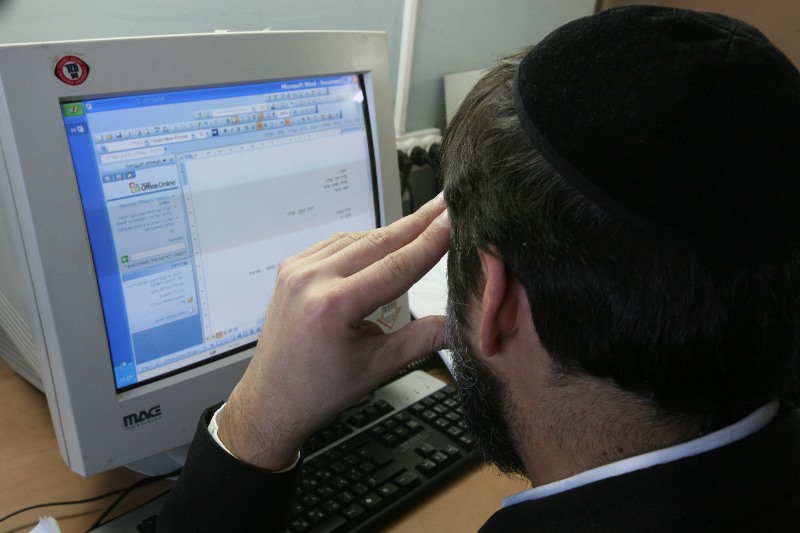 How Do You Say 'Email' in Yiddish?