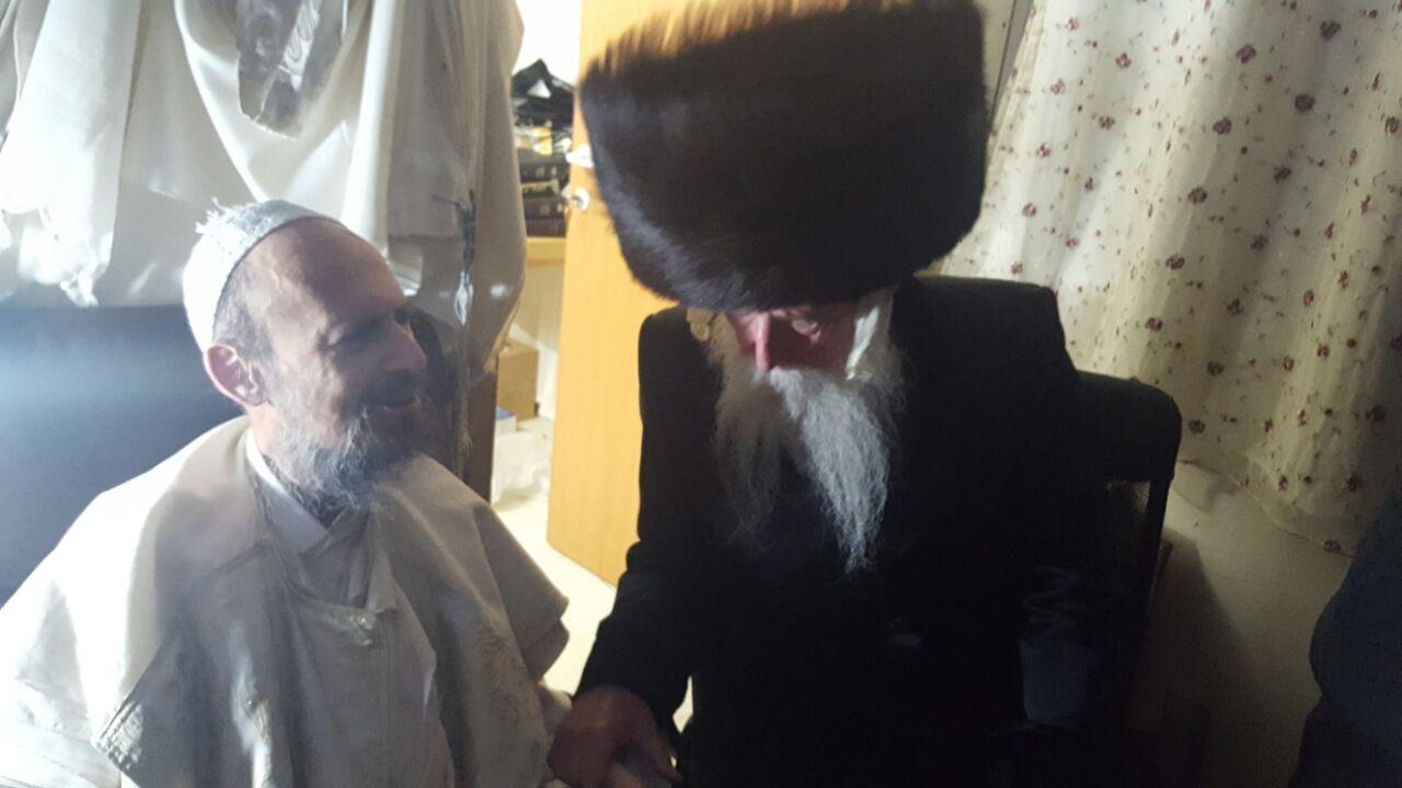 """הרב גרוסמן שר עם הרב קוק """"מה שהיה היה""""  • צפו"""