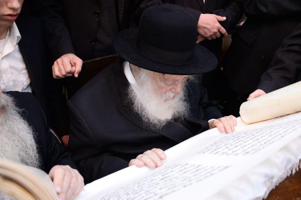 """רשב""""ם: אלפים בקריאת המגילה ב"""