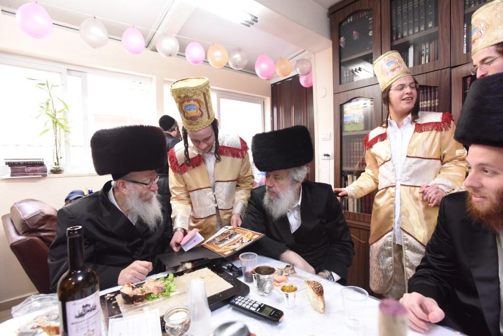 מליצמן ועד פרוש: פורים בירושלים מבעד לעדשה של גולדשטיין