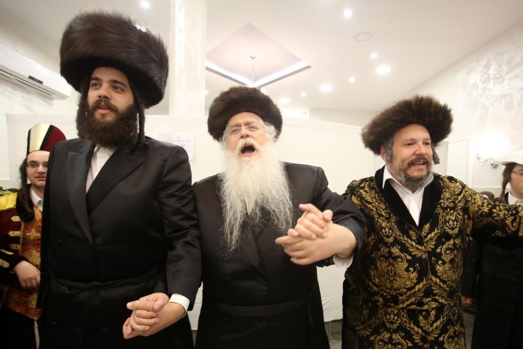 """כמו אדמו""""ר: הטיש של מאיר פרוש בירושלים"""