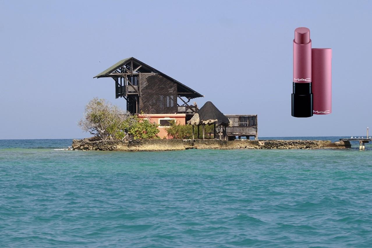 איזה מוצר איפור תקחי איתך לאי בודד?