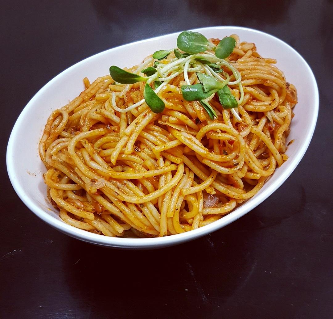 ספגטי ברוטב עגבניות  •  מתכון