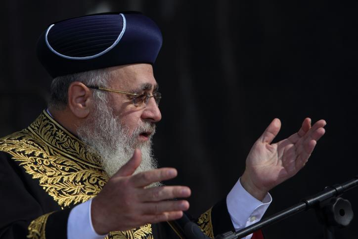 יהודי שהתקרב לדת וחוגג בקיבוץ כיצד ינהג בליל הסדר?