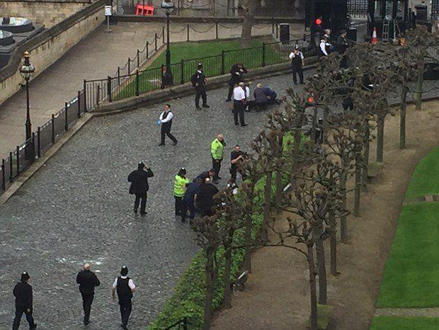 חשד לאירוע טרור בלונדון: פצועים ושוטר הרוג