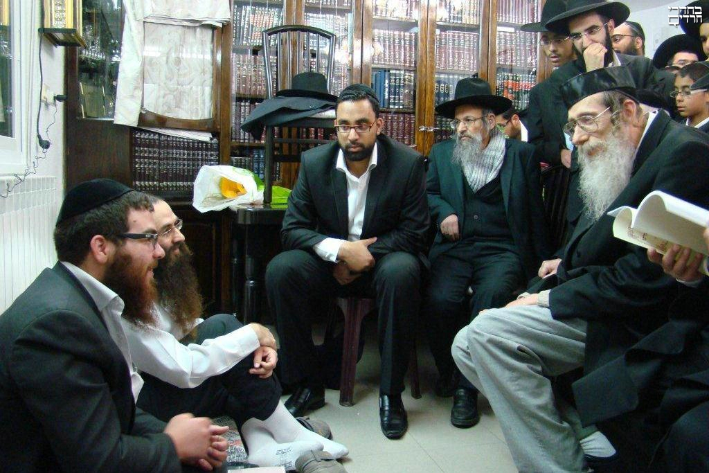 a description of judaism sitting shiva What to expect at a jewish funeral by:  sitting shiva  want to explore reform judaism but have no in-person opportunities to study.
